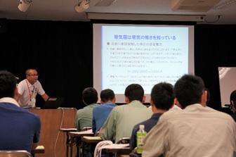 講習会を行う講師:松倉技術教育委員