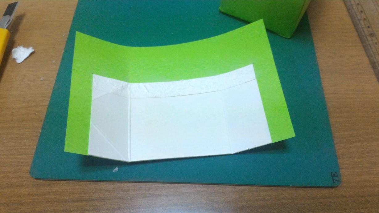 余った紙で、頭用を切り出し、