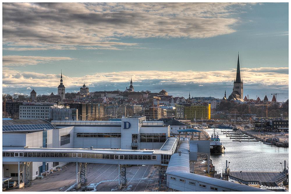 Vue sur Tallin depuis le port - Tallin (Estonie) - Catégorie HDR