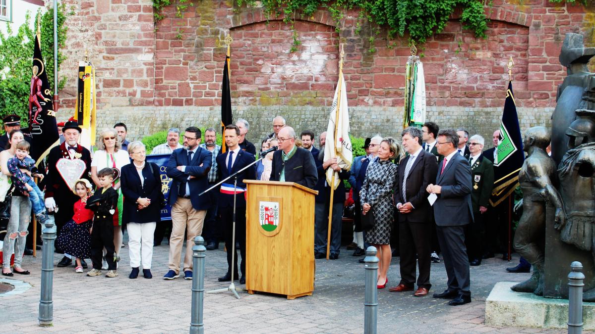 Bürgermeister Markus Günter bei der Begrüßung aller Gastredner und Besucher. (Bild: Rainer Weiß)