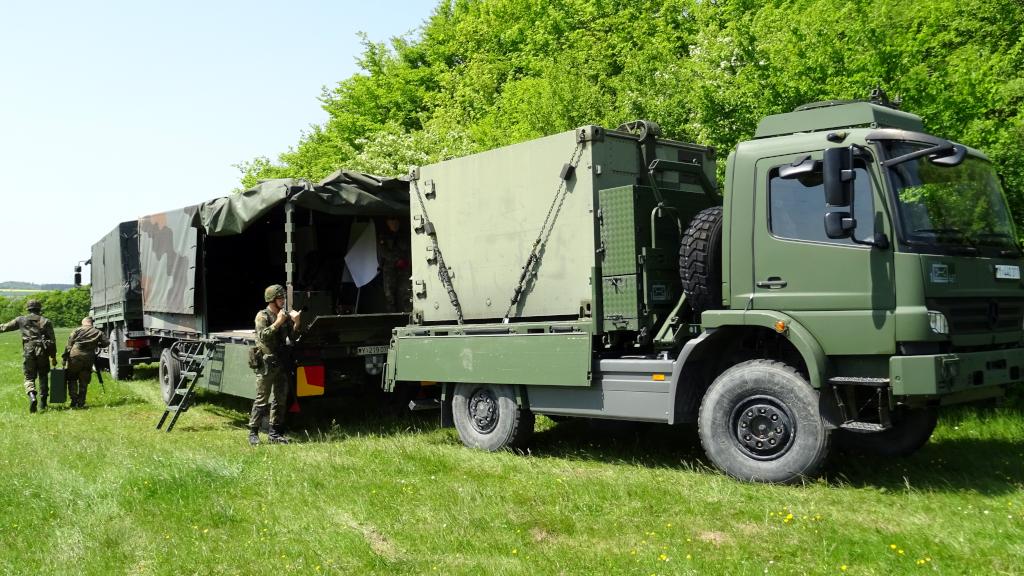 Vorbereitungen auf dem Standortübungsplatz in Walldürn für die Vorführungen des Logistikbataillons 461 für die Besucher des Standortbiwaks. (Bild: Gerd Teßmer)