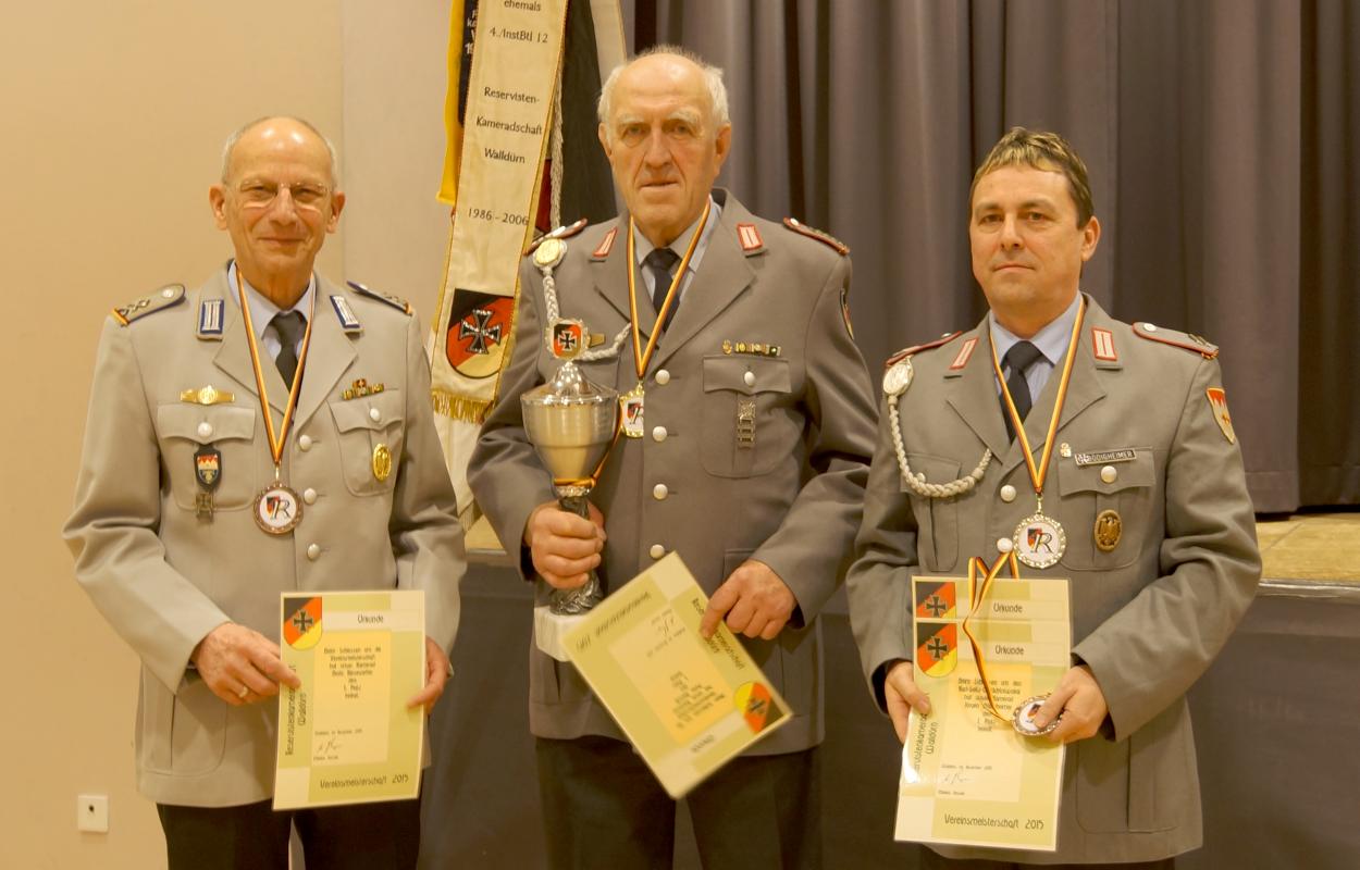 Bodo Kiesewetter (Links, 3. Rang Vereinsmeisterschaft), Peter Hansik (Mitte, Vereinsmeister und Sieger Karl-Seitz-Gedächnispokal, Jürgen Bödigheimer (Rechts, 2. Rang Vereinsmeisterschaft und 3. Rang Karl-Seitz-Gedächtnis-Pokal).