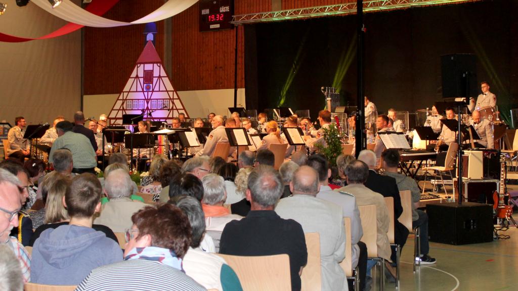 Das Heeresmusikcorps ist bereit für das Konzert. Alle Besucher waren begeistert. (Bild: Rainer Weiß)