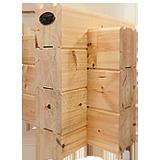 Traditionelle Eckverkämmung mit fast setzungsfreien 275x220 mm dicken Lamellenbalken