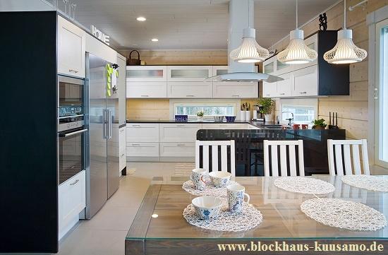 Modernes Holzhaus  - schlüsselfertig bauen-  Helle Küche im Blockhaus - Niedrigenergiehaus