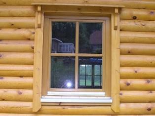 Fensteransicht vom Rundblockhaus