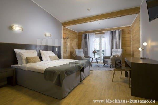Komfortables Hotelzimmer im Blockhaus - Eine gute Planung ist die halbe Miete - © Blockhaus Kuusamo