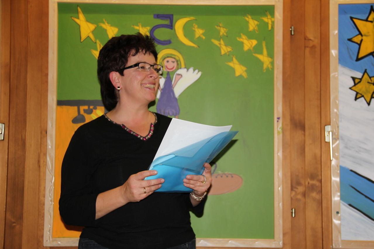 Silvia Gasser und Martina Odermatt lesen uns die Geschichte vom zu dicken Weihnachtsmann vor.