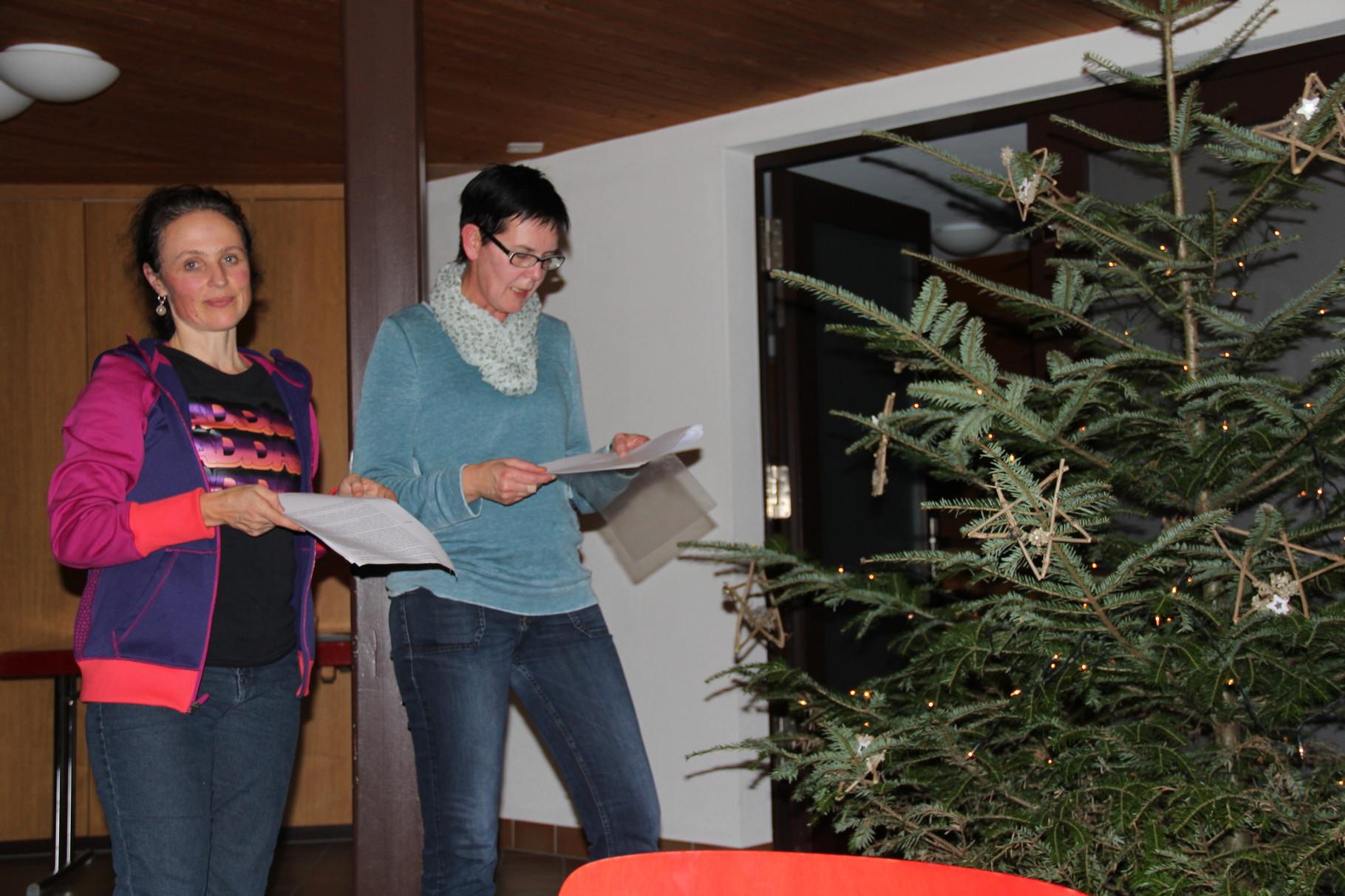 Helena und Martina erzählen die Weihnachtsgeschichte