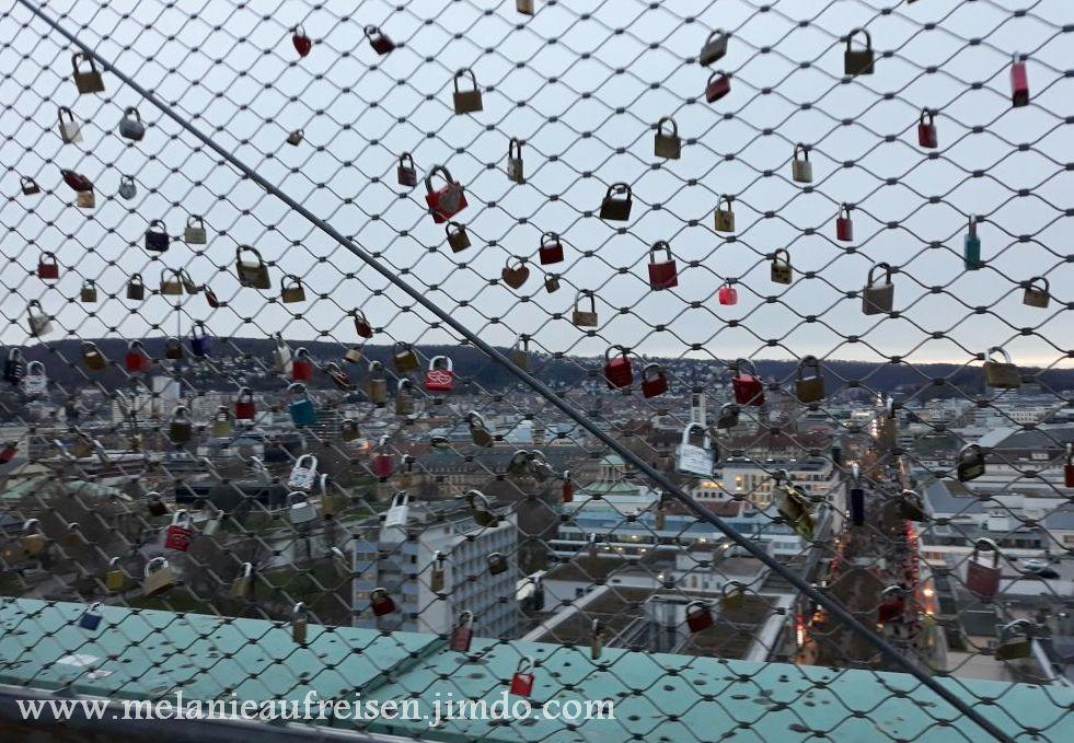 Blick vom Bahnhofsturm auf Stuttgart - Auch hier werden Liebesschlösser aufgehängt