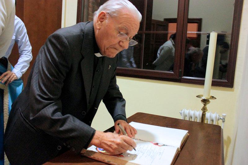 (Fotografías: El Seminario Mayor rindió homenaje en diciembre de 2014 al sacerdote Emilio Meseguer en su despedida tras su larga trayectoria como profesor de música y director de coro)