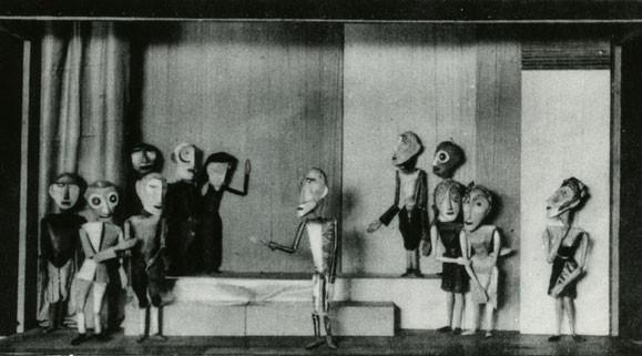 """Gustav Weidanz, Lili Schultz u. a., Marionetten zu Shakespeares """"Die Komödie der Irrungen"""", 1926/27, Foto: Archiv Burg Giebichenstein"""
