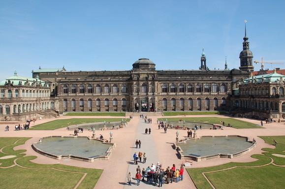 Dresden, Gemäldegalerie Alte Meister, vom Zwinger aus gesehen, Gottfried Semper, © Vladislav Bezrukow from Walldorf, Germany