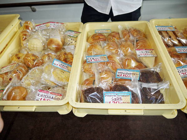 プチソレイユさんのパンの訪問販売 フラワーホームにて