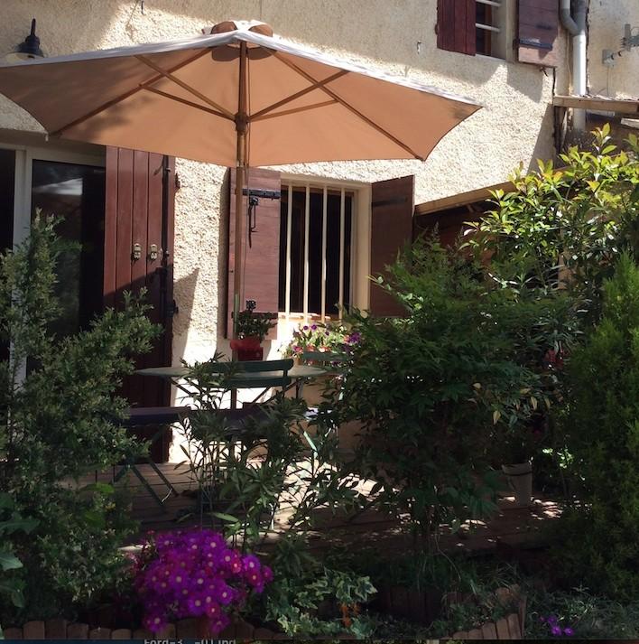Terrasse aménagée, Grill, Chaise longue, parasol
