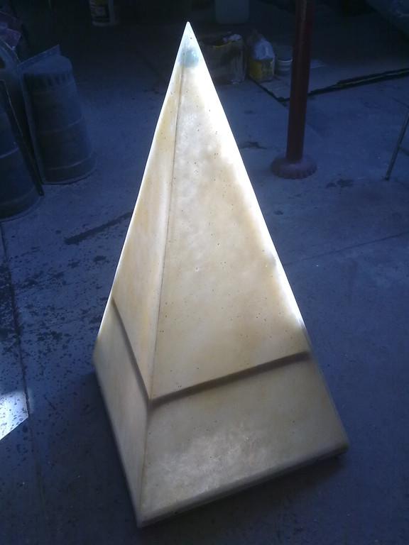 """""""Lámpara piramide"""" fibra de vidrio"""