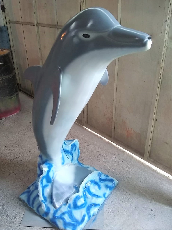 Delfín 1.50 mt Pasta poliéster.