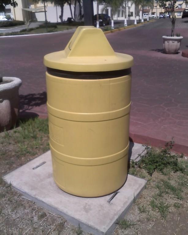 """""""Tapa para tambo de basura con balancín"""""""