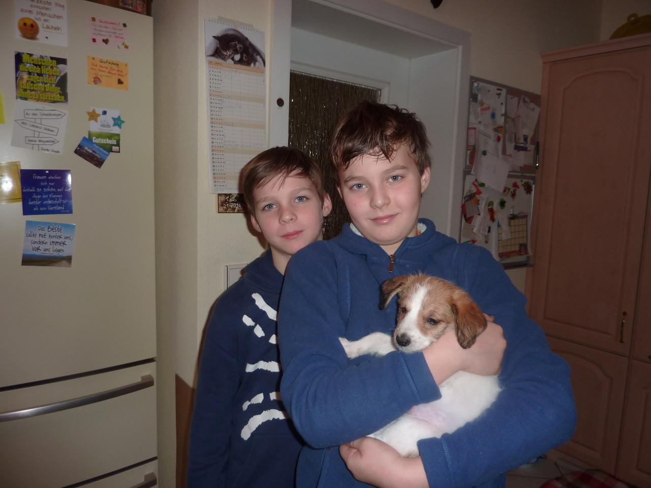 Alexi mit Alex und Maxi lebt dann in Lippstadt bei Dortmund