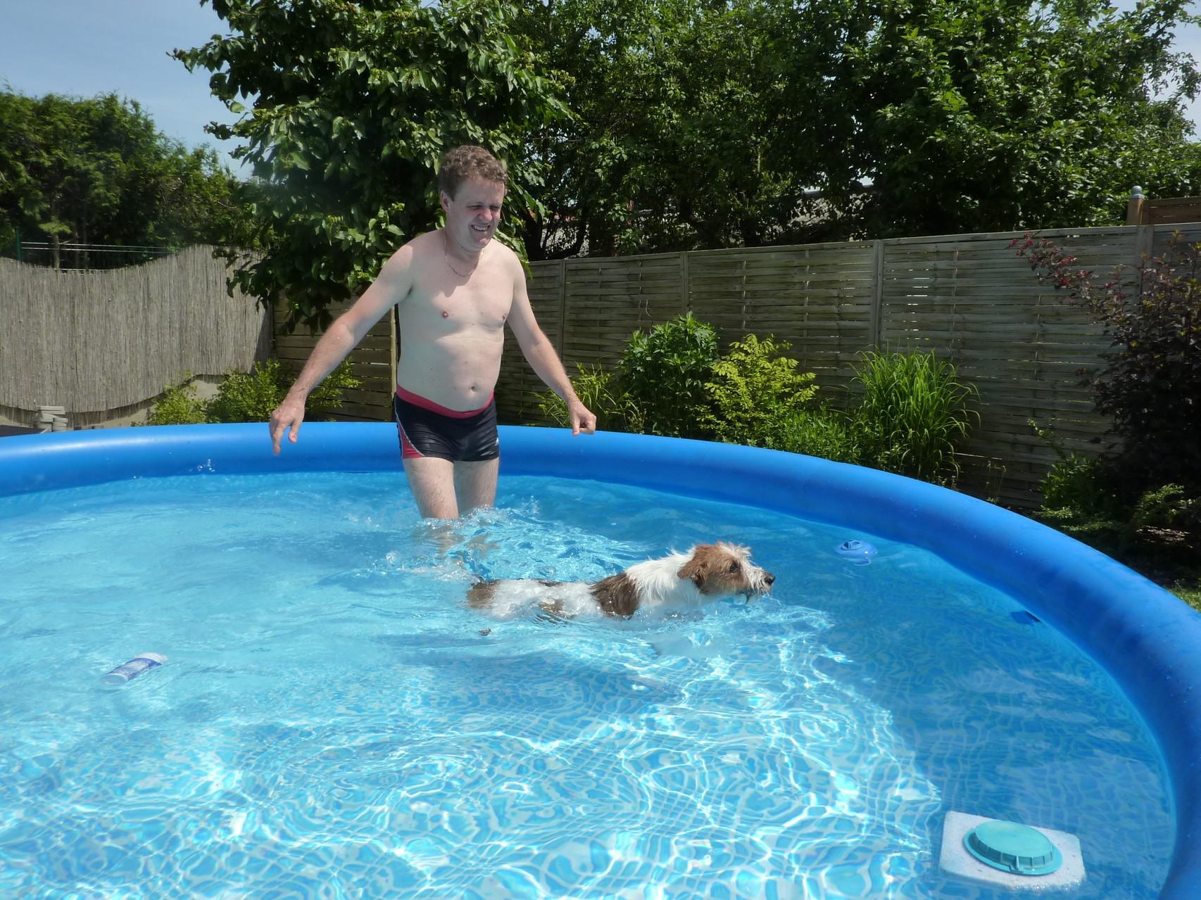 ich schwimme, es macht Spaß
