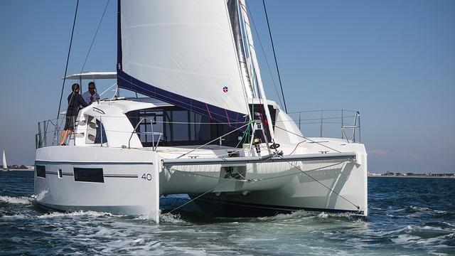 Katamarane mit Skipper Sardinien