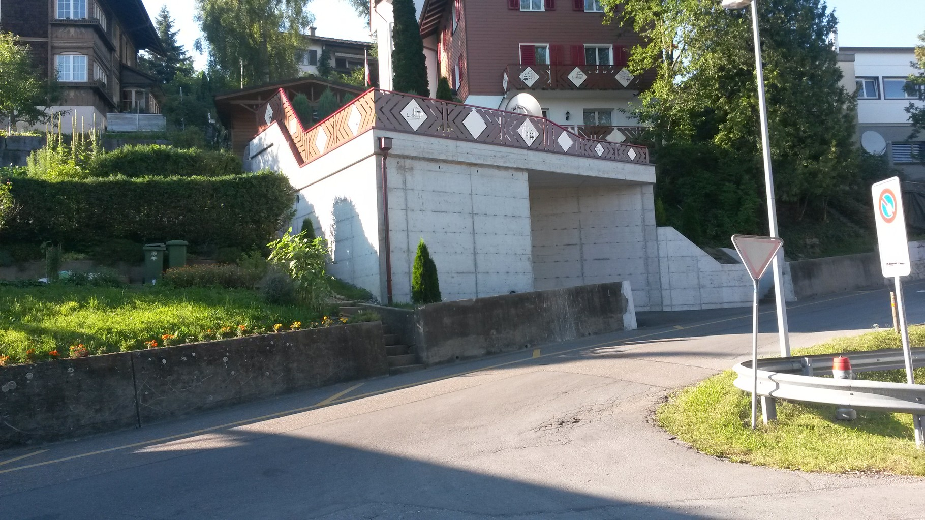 garage verputzen ausgleichshaftputz auf bestehende beton aufgetragen voranstrich aufgerollt. Black Bedroom Furniture Sets. Home Design Ideas