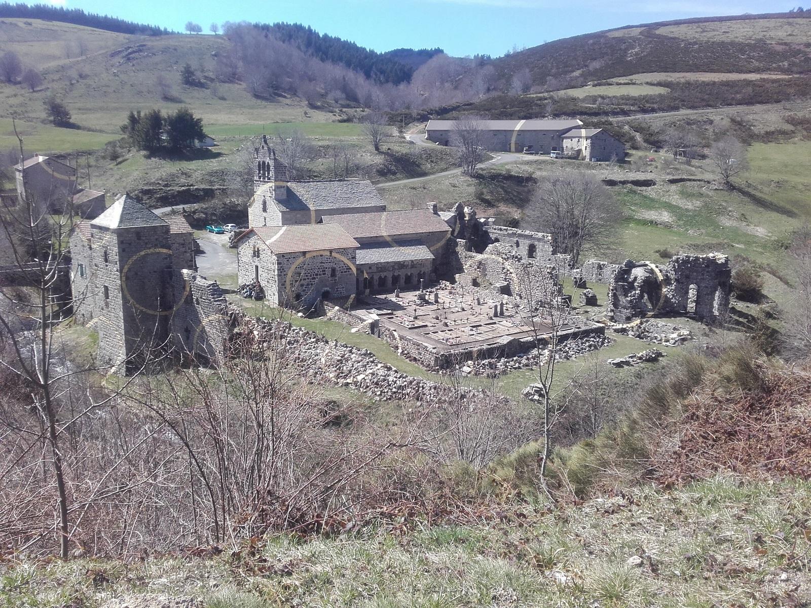 Mazan l'Abbaye sur la ligne de Partage des eaux
