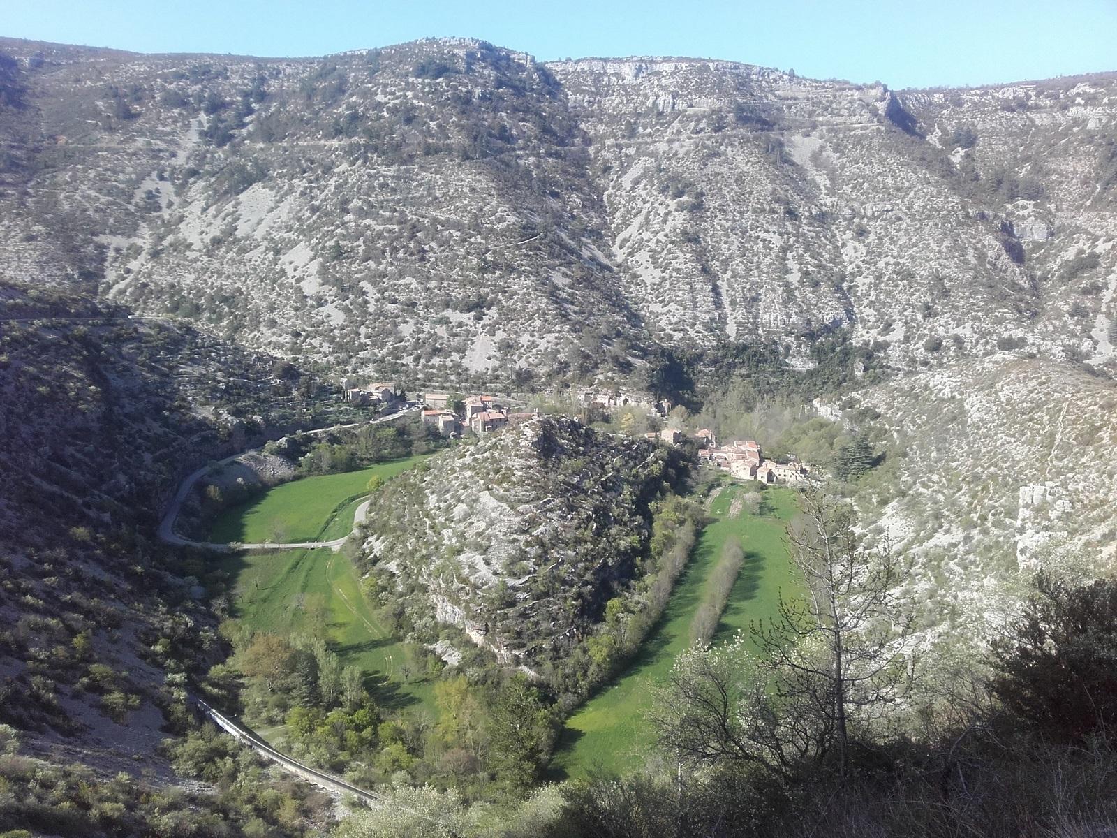Le cirque de Navacelles vu depuis le Sud (Hérault). Le gros des difficultés est passé, profitez jusque Camarès.