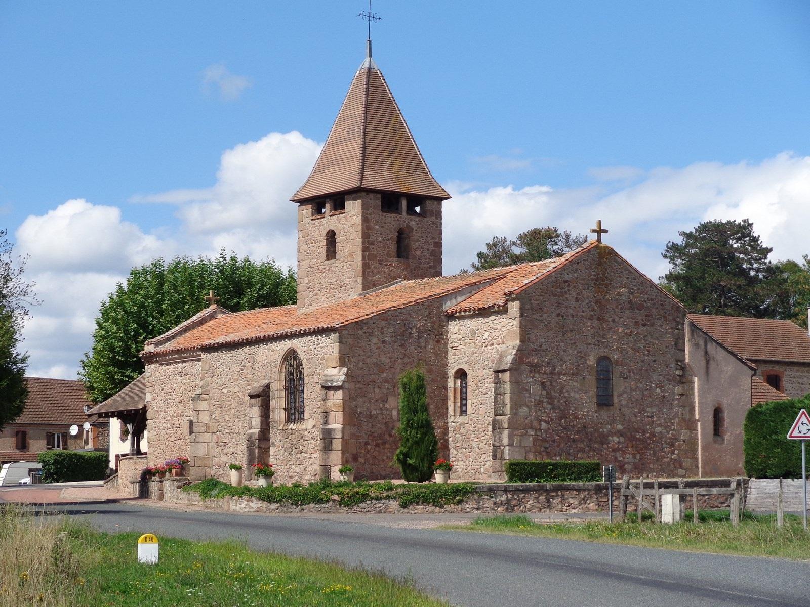 Eglise Romane de Sail-les-Bains. La Montagne du Bourdonnais vous attend (Chatel-Montagne) puis le Forez. Vous pouvez dormir dans ce coin pour la fin de la 3ème journée