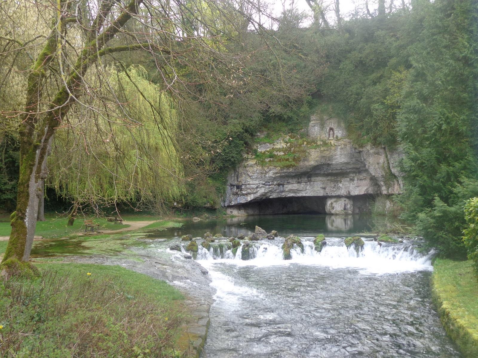 Source de la Douix à Châtillon-sur-Seine. La ville comporte de nombreux monument religieux