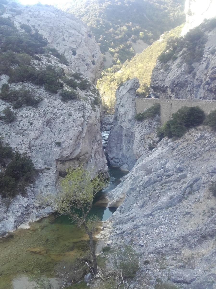 Vous quitterez les Corbières (60km sans rien) par un classique des diagonales, les gorges de Galamus. Pensez à passer votre dernière nuit. nuit dans la vallée