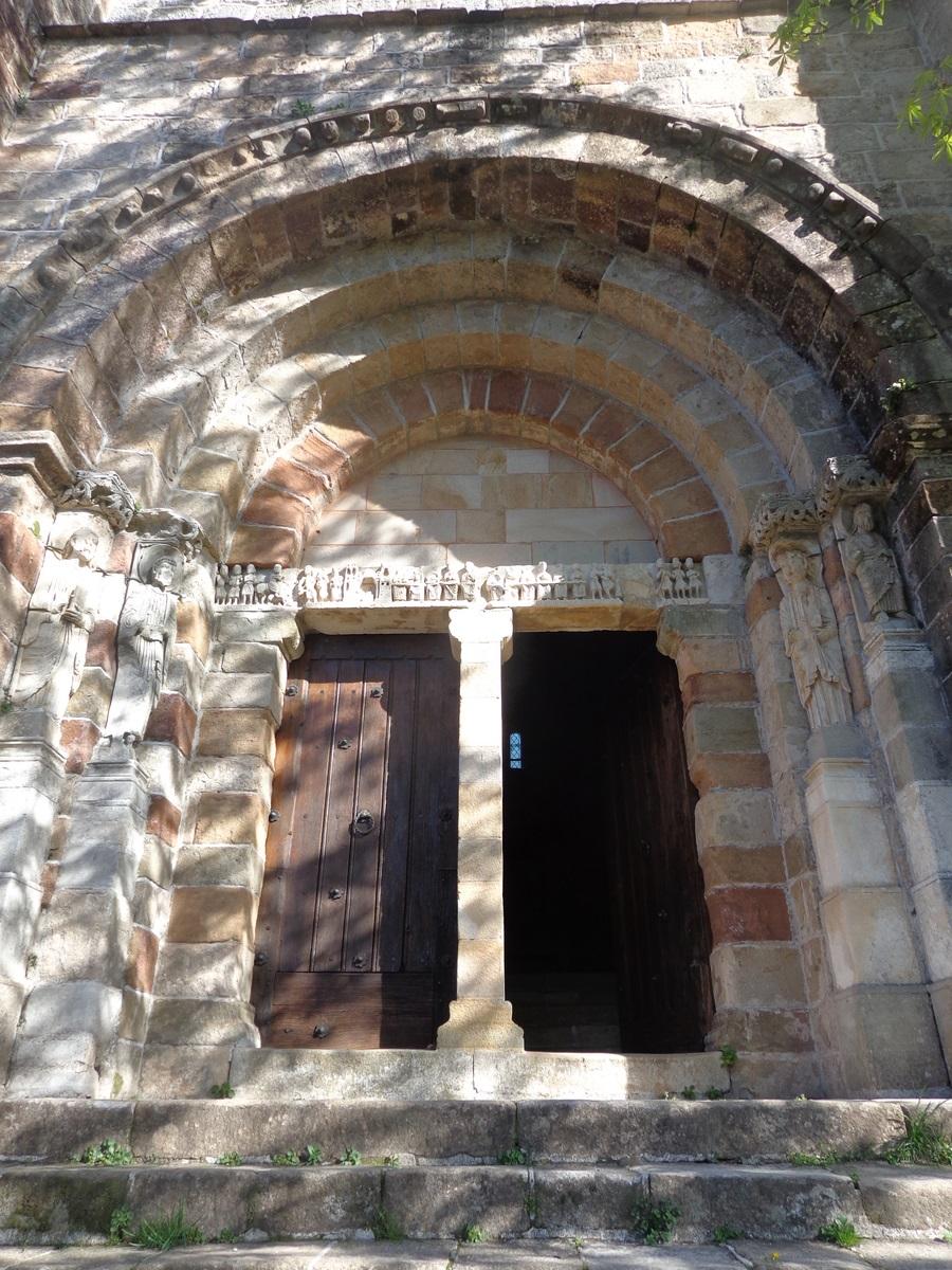 L'église romane de Thines. Vous ne pouvez que tomber sous le charme et y passer la nuit