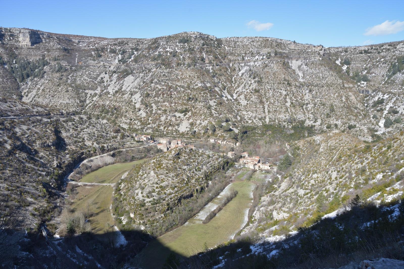 Le cirque de Navacelles vu depuis le Sud (Hérault). Photo sous la neige en mars 2018