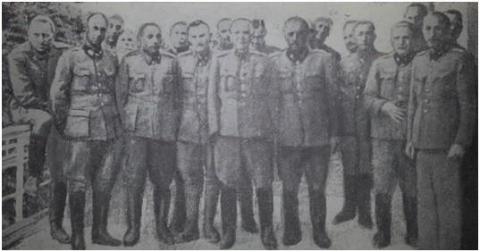 General-pukovnik Slavko Štancer (u sredini – bez ruke) okružen zarobljenim hrvatskim generalima i najvišim dužnosnicima NDH