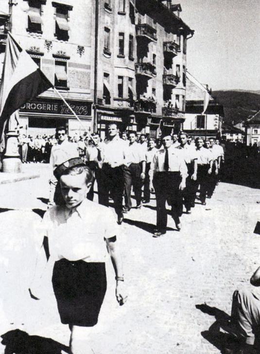 Sudionici Hrvatskog katoličkog kongresa prolaze ulicama Klagenfurta, početak travnja 1953 godine