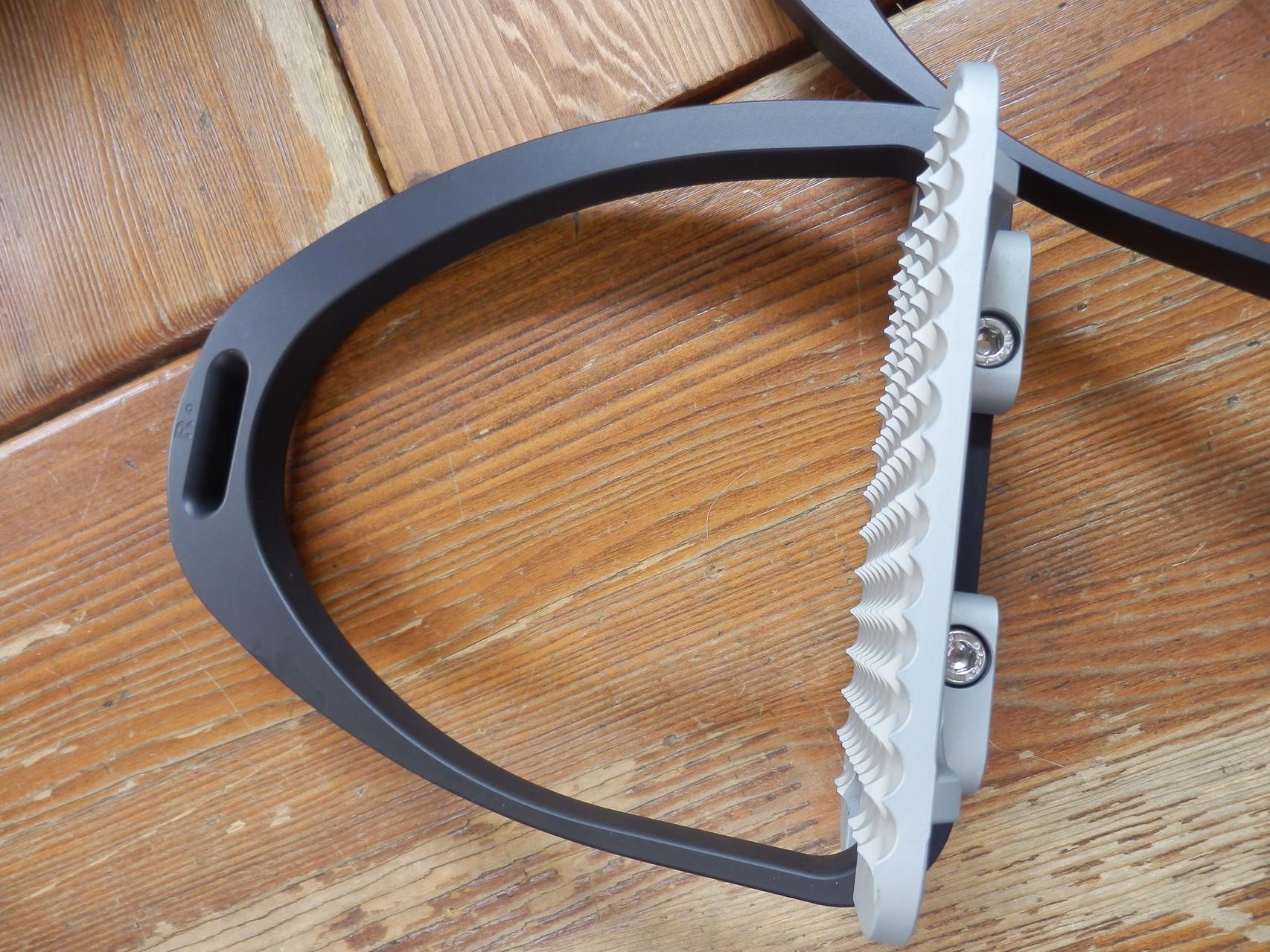 Maxi  Grip stirrups  Aluminium