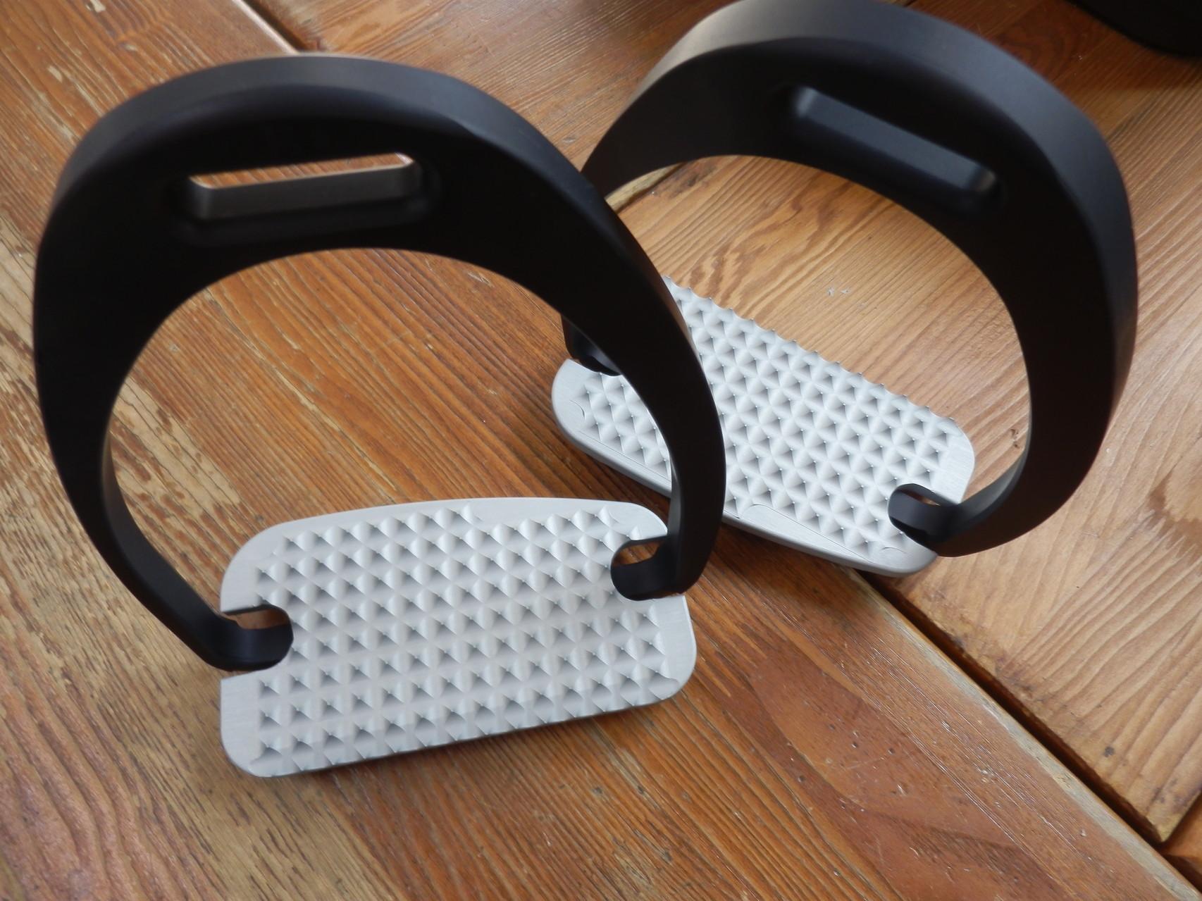Maxi  Grip stirrups  Aluminium  ¥25.000