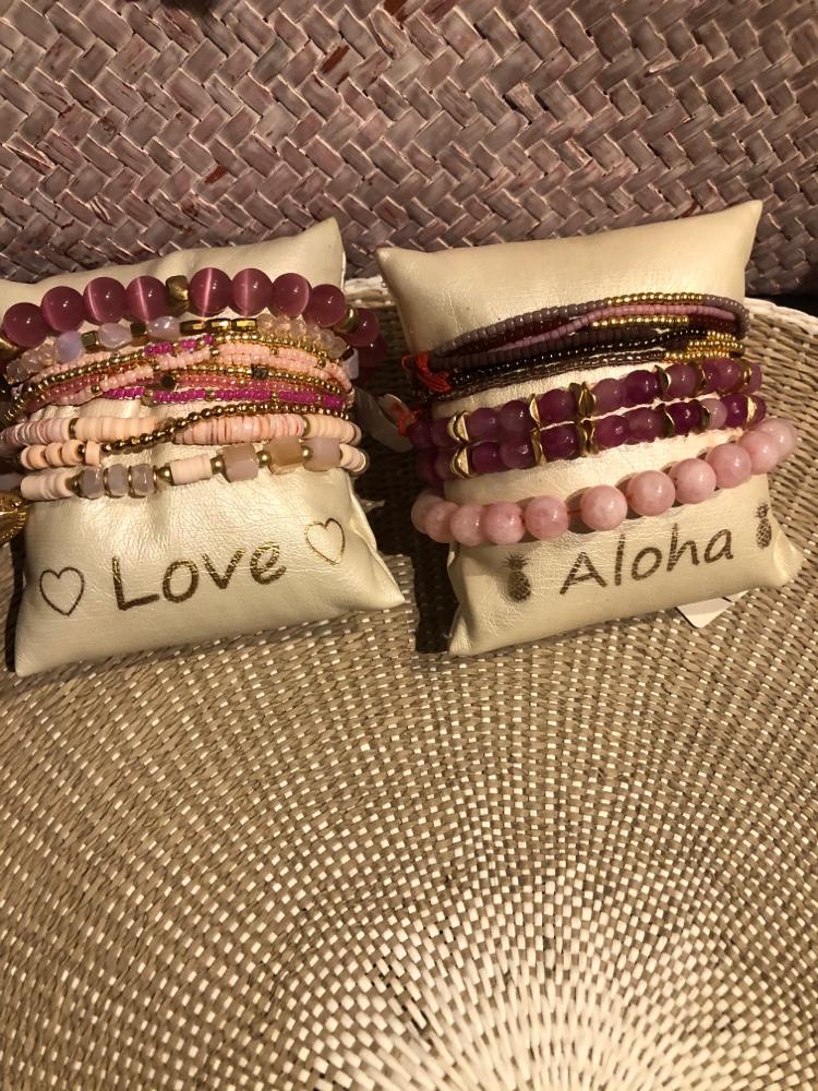 Armbänder viele verschiedene Farben , rufen Sie mich gerne an . Ich schicke Ihnen gerne eine schöne Kombination
