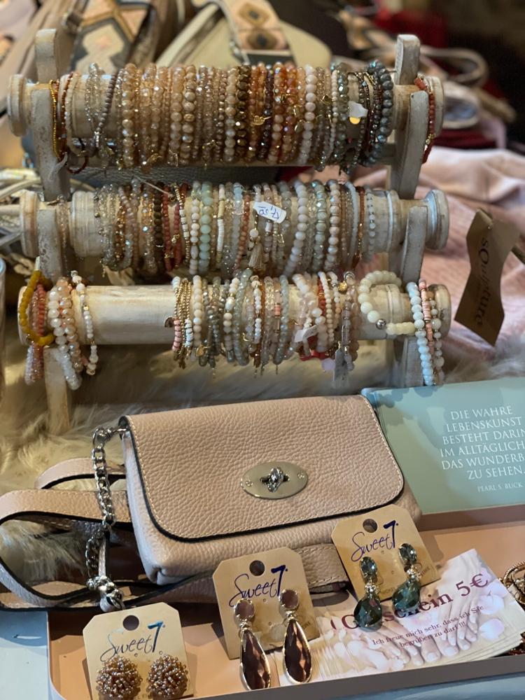 Lila und pink Armbänder von Lizas dünne Euro 4,50 und 5,50