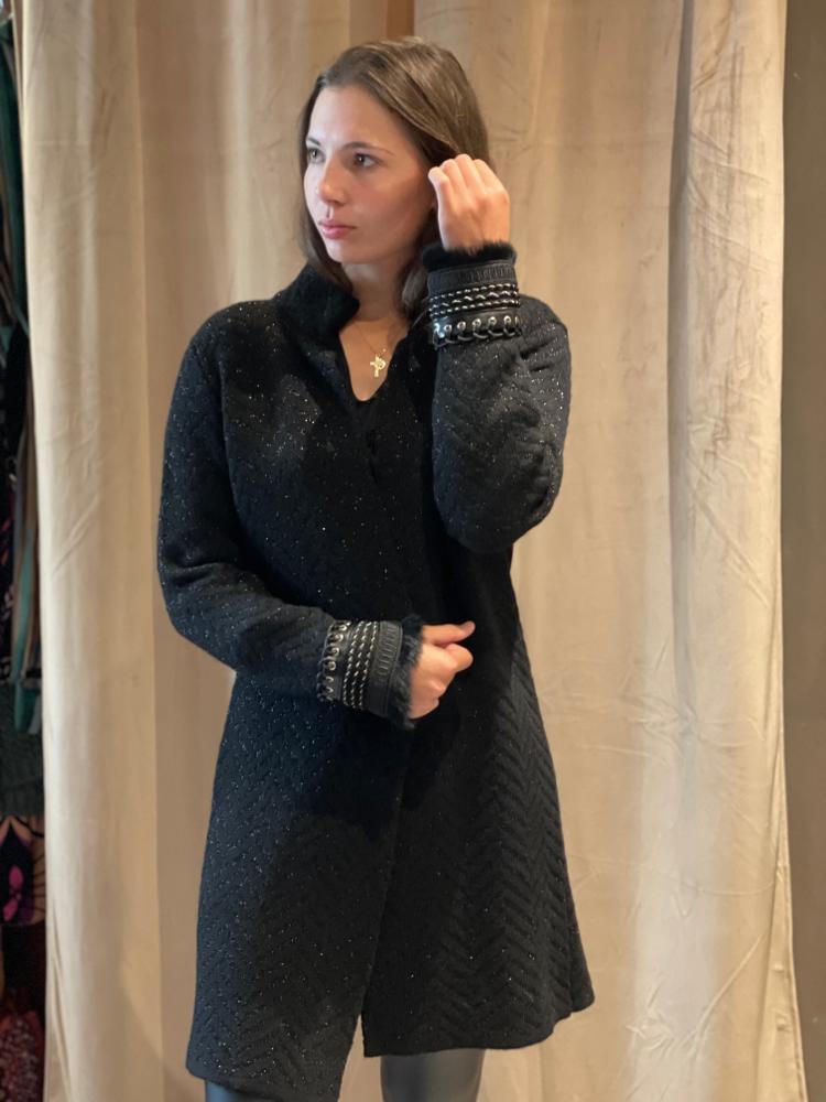 Kleid von Firma  Pho Einzelstück noch ohne Arm  Euro 155.-