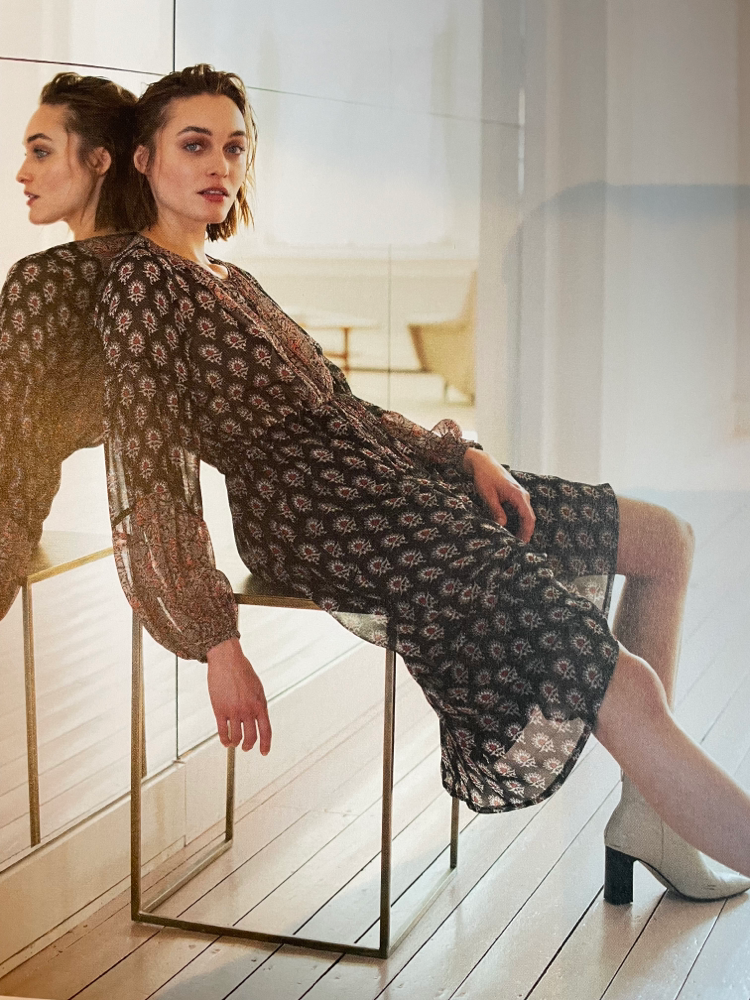 Neue Herbstmode , Kleider bleiben voll im Trend in verschiedenen  Ausführungen