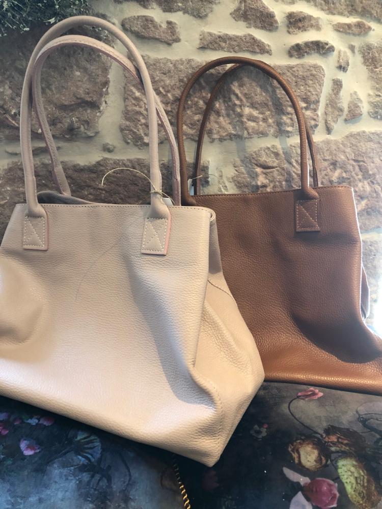 Neue schöne Handtaschen in verschiedenen Farben  Euro 79,50