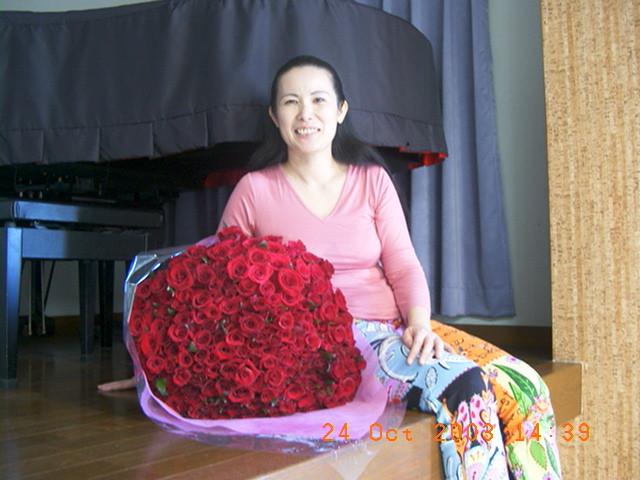 2003年10月24日(金)ファンからの100本のバラの花束