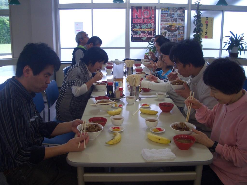 合宿 イン館山 豪華な食事風景