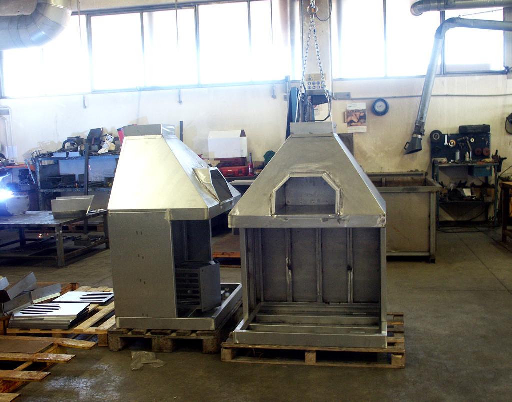 Caminetti in acciaio in fase di realizzazione