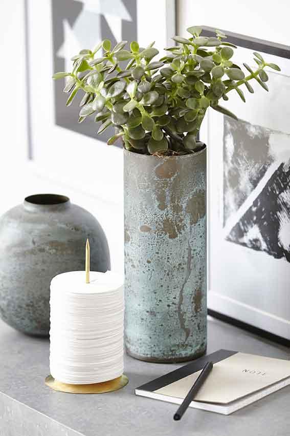 Memohalter und Vasen von House Doctor