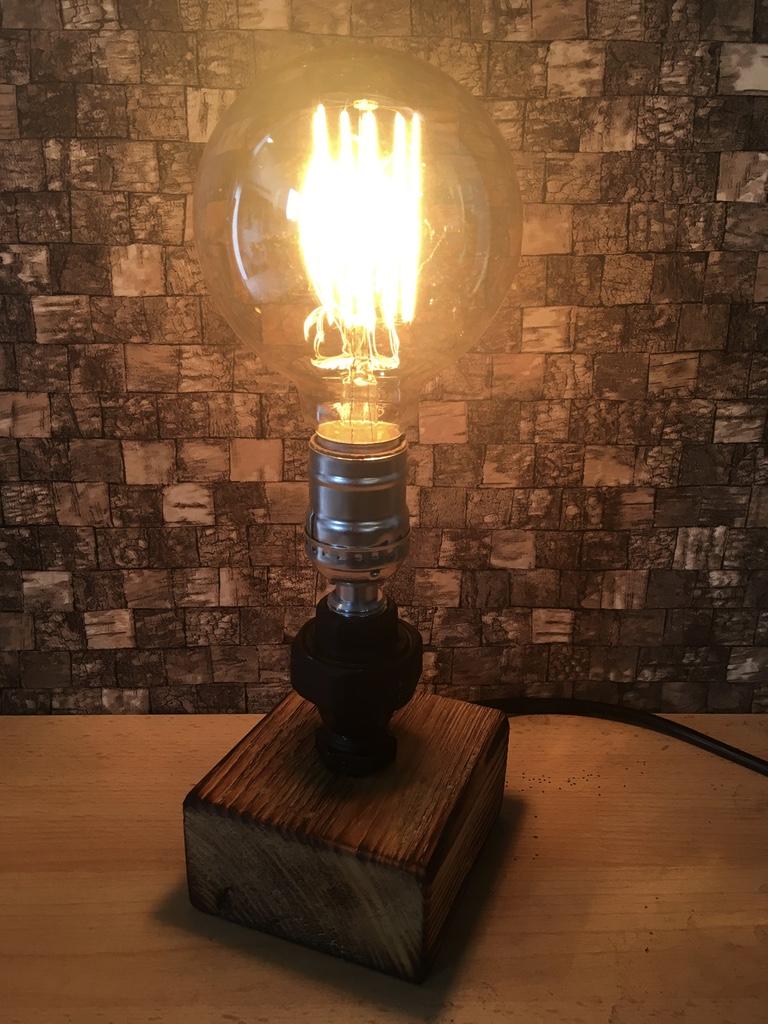 lampen aus wasserrohren tischlampen. Black Bedroom Furniture Sets. Home Design Ideas