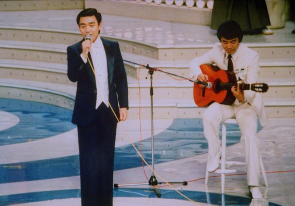 昭和54年NHK紅白歌合戦・五木ひろしさんのギターで熱唱