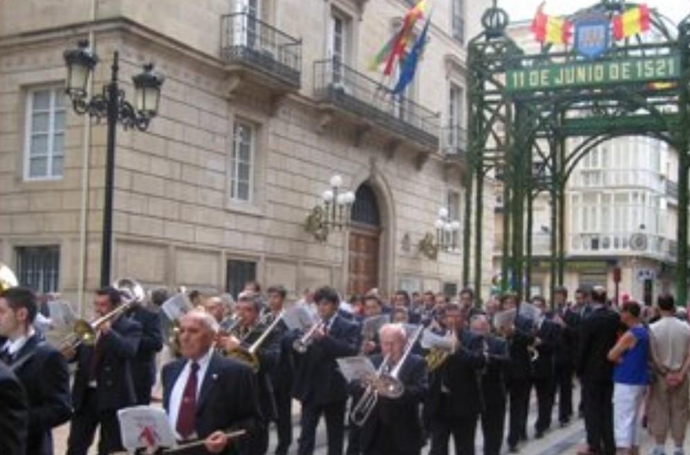 La Bande de Musica interpreta el himno de nuestra Cofradía.