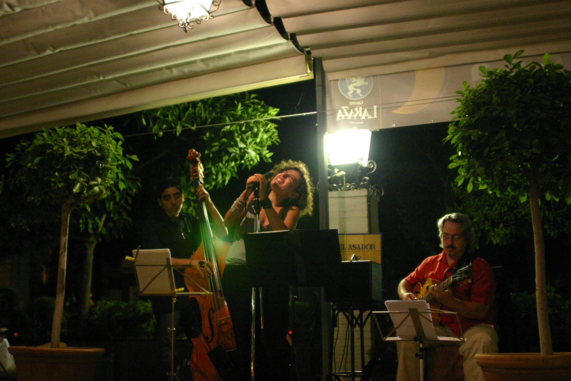 CORDELIA JAZZ TRIO con CARLOS BERMUDO (guitarra). SEVILLA 2007
